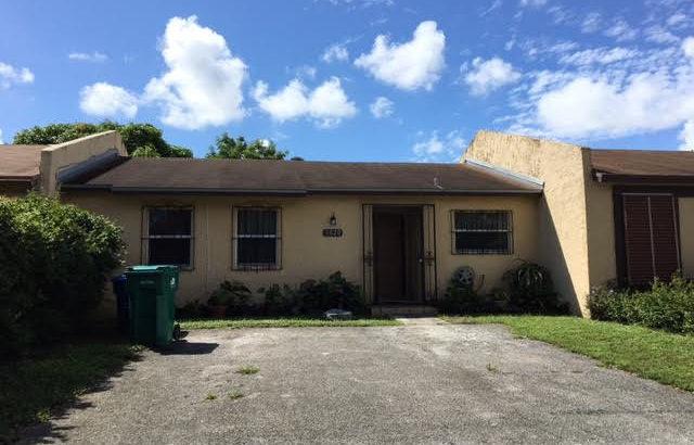 20422 NW 29 Place  Miami Gardens, FL 33056