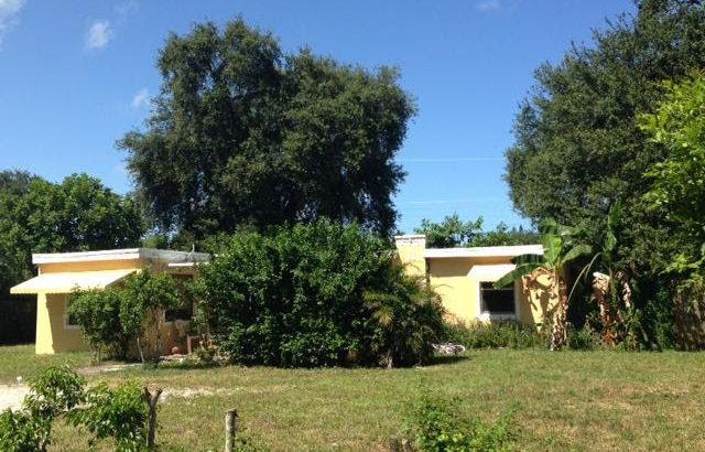 37 Miami Gardens Rd.  West Park FL 33023