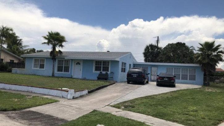 1611 Nanette Ct, Lake Worth, FL 33461
