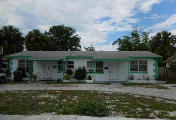 511 Silver Beach Rd, Lake Park, FL 33403