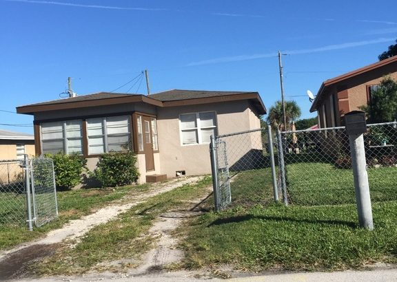 1712 N 17th Street Fort Pierce FL 34950