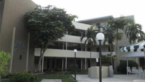 1670 NE 191st St, North Miami Beach, FL 33179