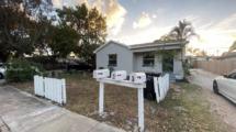 627 S Pine St, Lake Worth, FL 33460